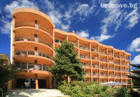 Нова година в Златни Пясъци! 3 All Inclusive нощувки + празничен куверт и топъл басейн за 266 лв. в хотел Бона Вита