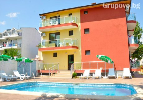 Нощувка за двама възрастни + две деца до 18г. настанени в апартамент от хотел Жаки, Кранево