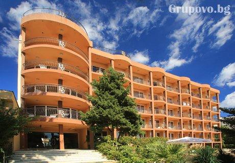 Нова година в Златни Пясъци! 3 All Inclusive нощувки + празничен куверт и топъл басейн за 296 лв. в хотел Бона Вита