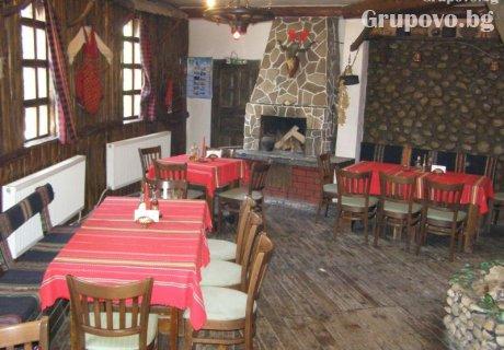 Нощувка със закуска и вечеря в къща за гости Андрееви, Добринище
