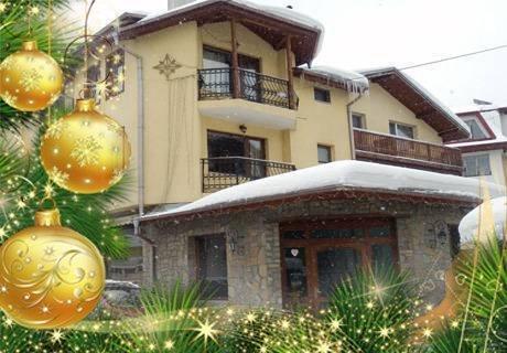 Коледа в Чепеларе! ДВЕ нощувки със закуски и Празнични вечери от хотел Турист