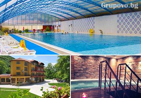 Нощувка, закуска и вечеря + огромен топъл МИНЕРАЛЕН басейн и СПА в Хотел Делта, Огняново