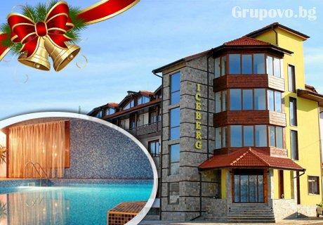 Коледа в Банско! 2 или 3 нощувки със закуски и вечери за ДВАМА + топъл басейн и релакс зона в хотел Айсберг***