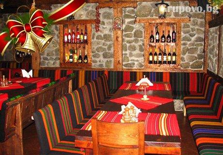 Нова Година в Банско! Празничен куверт за Новогодишна вечеря на ТОП ЦЕНА в механа с музика на живо в хотел Калис