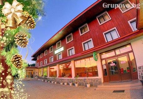 Нова Година в Пампорово! 2, 3 или 4 нощувки със закуски и вечери + празничен куверт и жива музика в хотел Зора***