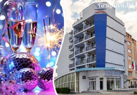 Нова Година в Св. Св. Константин и Елена! Три нощувки със закуски и вечери, едната празнична с DJ в хотел Йо