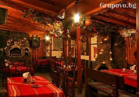 Нова година в Банско! Празничен куверт за Новогодишна вечеря в механа с музика на живо и DJ в хотел Родина