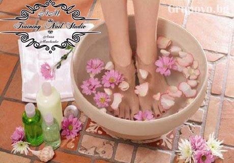Цялостна грижа за краката ви! Педикюр с гел-лак + масаж на ходилата + БОНУС само за 22.90 лв. в Training nail studio, София