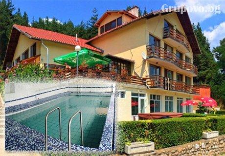 ГОРЕЩ МИНЕРАЛЕН басейн в хотел Хелиер на 25 км. от Банско. Нощувка със закуска на ТОП ЦЕНА - 20 лв.