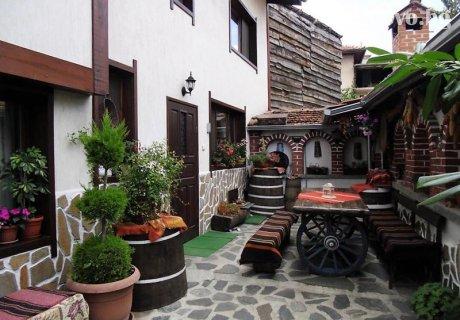 Ски почивка за 12 човека с механа с камина и оборудвана кухня - къща Плевнята в Банско!