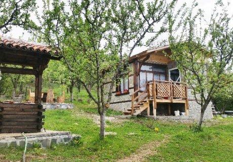 Самостоятелна къща за 4 човека в Сапарева баня с трапезария и широк двор с барбекю - вили Горски рай