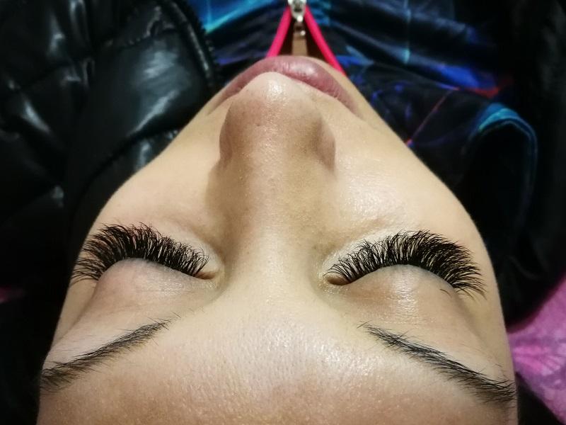 Поставяне на 3D мигли или удължаване и сгъстяване с диамантени мигли косъм по косъм от салон за красота Siyana Beauty House , София