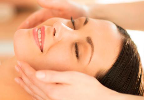 Козметично почистване на лице + маска + масаж само за 15лв от салон за красотаSiyana Beauty House , София