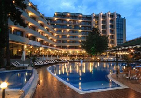 All Inclusive + басейн през Май и Юни в хотел Еделвайс****, Златни пясъци