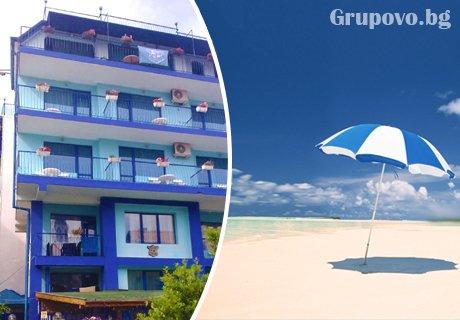Цяло лято в Приморско на 50 м. от северния плаж! Нощувка или нощувка със закуска на цени от 14.90 в хотел Синя Лагуна