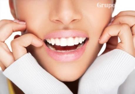Профилактичен преглед и почистване на зъбна плака и зъбен камък с ултразвук, и премахване на оцветяване на зъбите само за 14.90 лв. от Дентална клиника Персенк - д-р Надя Станчева