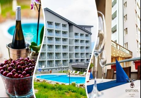 Нощувка със закуска и вечеря + външен ТОПЪЛ МИНЕРАЛЕН басейн само за 55 лв. в Парк Хотел Кюстендил
