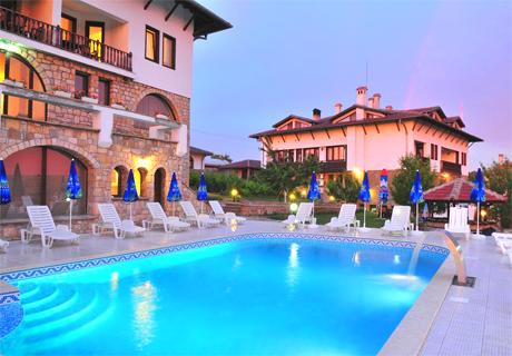 Май в Арбанаси! Нощувка, закуска, вечеря + топъл релакс басейн и парна баня от хотел Винпалас