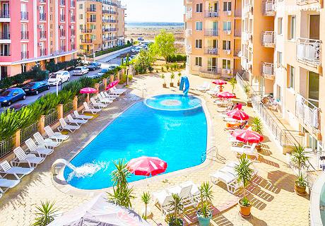 Юни в Слънчев бряг на ТОП ЦЕНА! Нощувка със закуска + басейн в хотел Блек Сий
