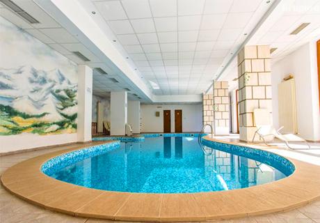Почивка в Банско! Нощувка със закуска за 4 или 6 човека + басейн и релакс зона от хотел Топ Лодж