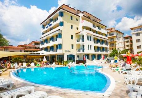 Ранно лято в Слънчев бряг! Нощувка със закуска + отопляем външен басейн в хотел Бора Бора - на 30 м. от плажа