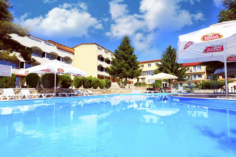 Цяло лято в Балчик на СУПЕР ЦЕНИ! Нощувка със закуска и вечеря + 2  басейна + плитък детски басейн в хотел Наслада***